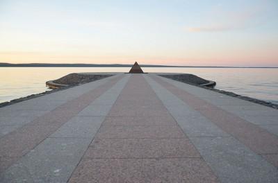 Строительство второй очереди набережной завершено в 2003 году к 300-летию основания Петрозаводска