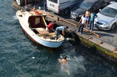 На рыболовецкой лодке